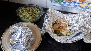 Papillot met scampi en broccoli en koude pasta met pesto. 8