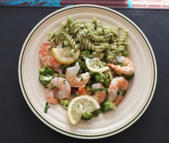Papillot met scampi en broccoli en koude pasta met pesto. 9