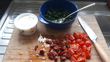 Pasta met kool, tomaatjes en kruidenkaas 4