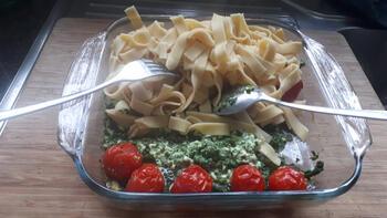Pasta met spinazie, kerstomaatjes en feta 5