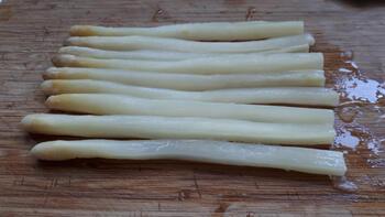 Vegetarische pasta met asperges, geroosterde paprika en groene pesto 2