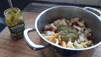 Vegetarische pasta met asperges, geroosterde paprika en groene pesto 7