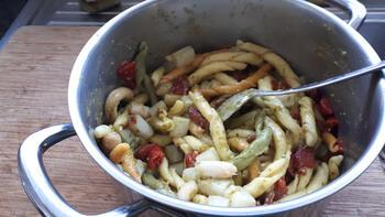 Vegetarische pasta met asperges, geroosterde paprika en groene pesto 8