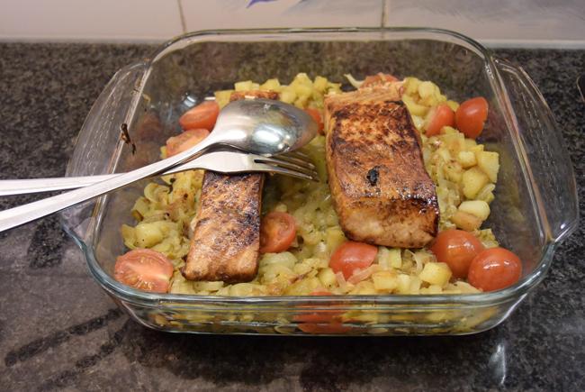 Gemarineerde zalm met gebakken aardappelsla 1