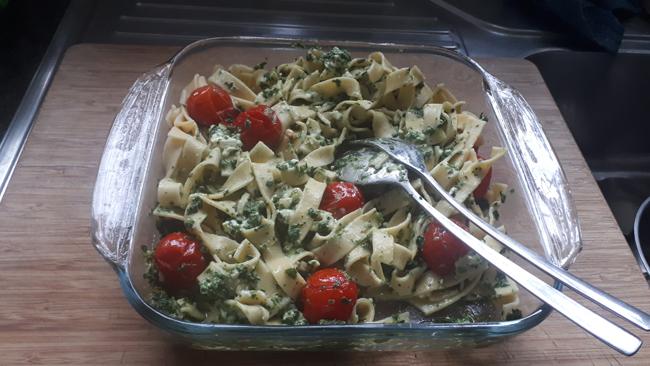 Pasta met spinazie, kerstomaatjes en feta 1