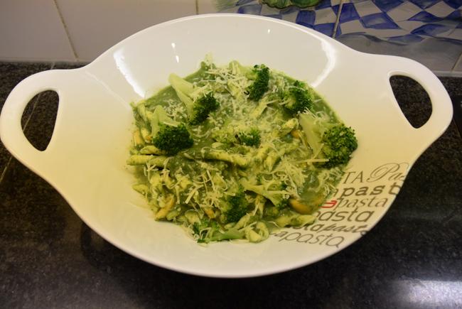 Vegetarische fusilli met spinazie-broccolisaus 1