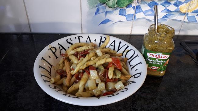 Vegetarische pasta met asperges, geroosterde paprika en groene pesto 1
