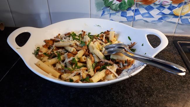 Vegetarische pasta (rigatoni) met cantharellen 1