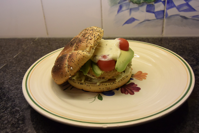 Zalmburger met witloof en avocado 1